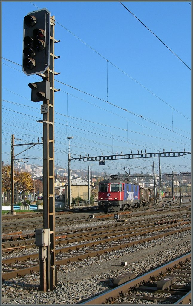 The SBB Re 420 160-4 is leaving Renens (VD).