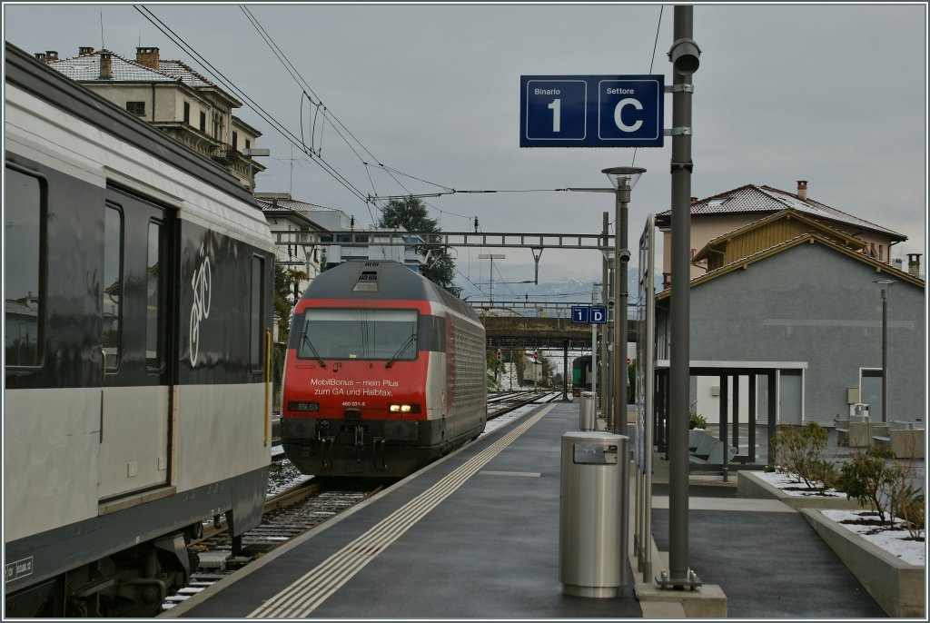 The SBB Re 460 031-8 take in Locarno the IR 2218 to Zürich Main Station.