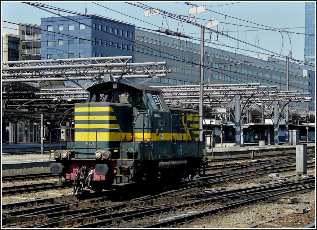 The shunter engine 8204 is running through the station Bruxelles Midi on May 30th, 2009.