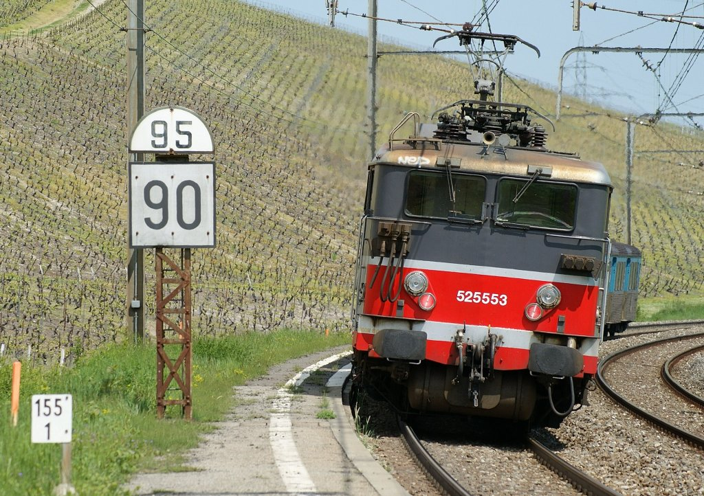 The SNCF  BB 25 546 pushes his local train to Geneva. Picture toked by Russin (Switzerland) on the 01.05.2009.