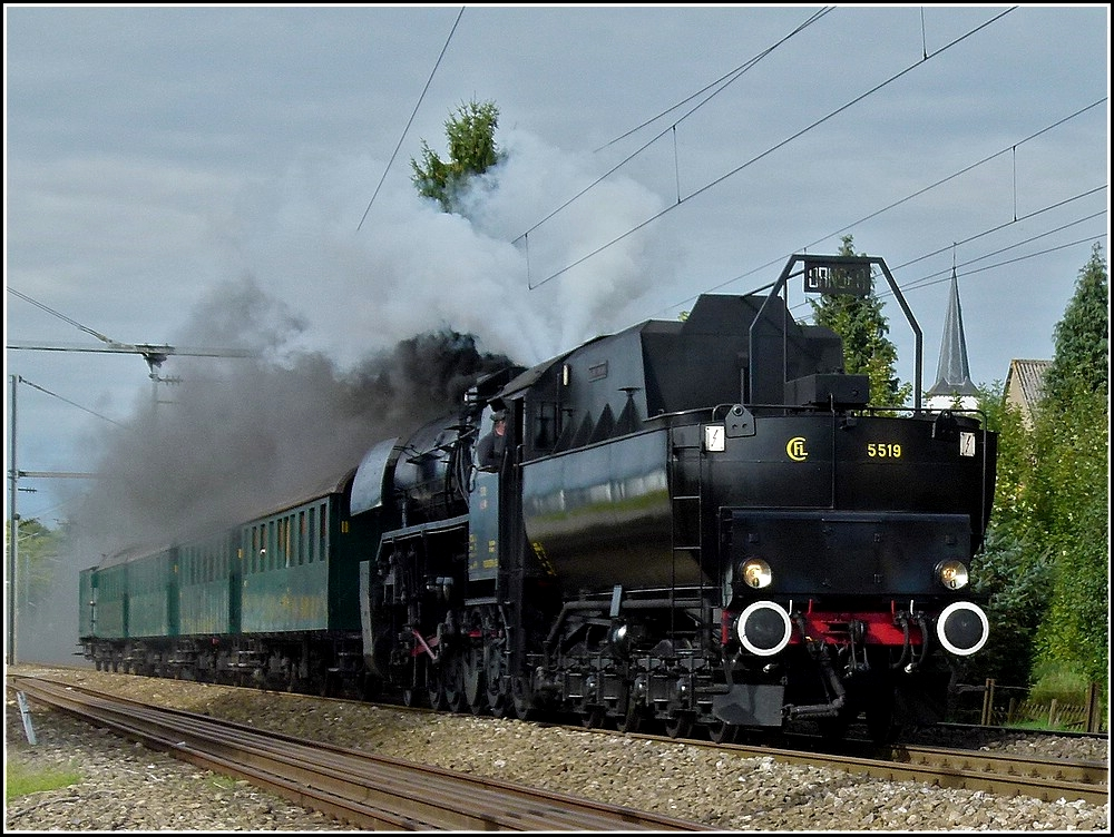 The steam engine 5519 is hauling PH carriages through Schieren on September 19th, 2010.