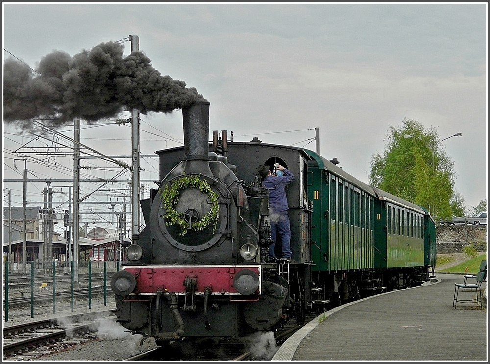The steam engine AL-T3 6114 with heritage wagons is waiting for passengers at Pétange on May 1st, 2010.