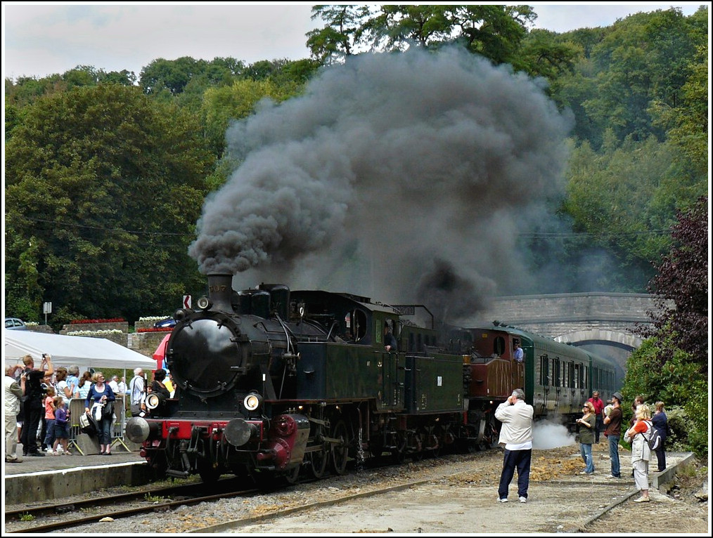 The steam engine KDL 7  Energie 507  is entering into the station of Spontin on August 14th, 2009.