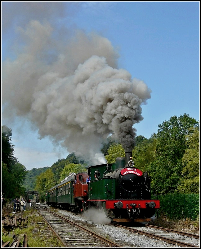 The steam engines  Helena  and Tkh 5887 are leaving the station of Dorinne-Durnal on August 14th, 2010.