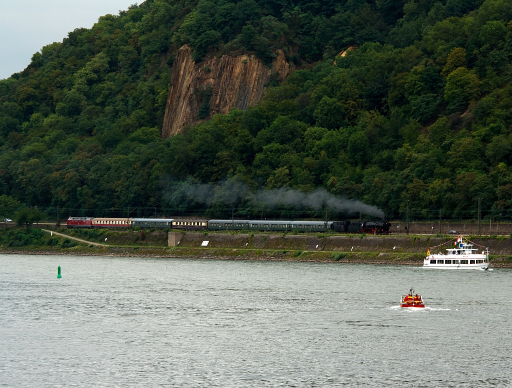 The steam locomotive tradition Oberhausen, on a special train to the  Rhine in Flames , here on 13.08.2011 shortly before Koblenz-Ehrenbreitstein. Train locomotive is the locomotive 41 360 'Lady of Bismarck  and pushing the locomotive V 200 116.