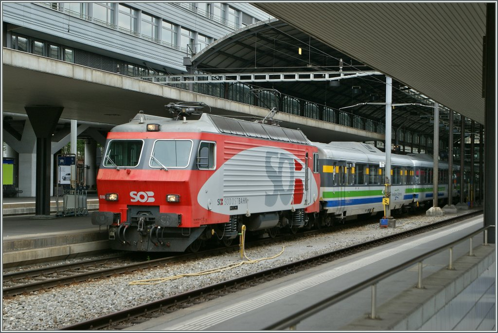 The Südostbahn Re 446 018-4 with a Voralpenexpress in Luzern.