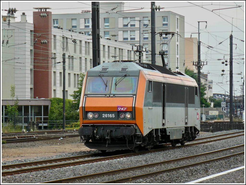 The Sybic BB 26165 is running through the station of Metz on June 22nd, 2008.