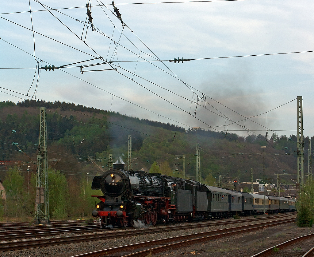 The three-cylinder express steam locomotive 01 1066 of the UEF, ex DB 012 066-7, pulls the second special train of the Eifelbahn, on the way back from Gießen over Siegen and over the track of the Sieg (KBS 460) in the direction of Cologne. Here on 28.04.2011 in Betzdorf/Sieg.
