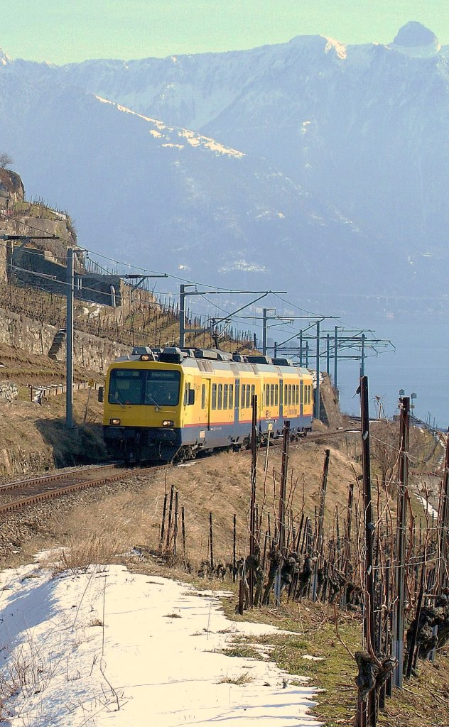 The  Train des Vignes  (Vineyard Train) in the wintertime between Chexbres and Vevey. 