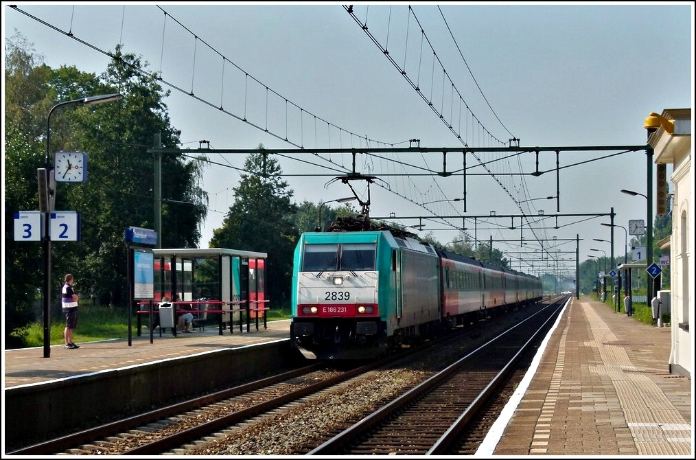 The TRAXX 2839 is hauling the IC Antwerpen - Amsterdam through the station of Oudenbosch on September 3rd, 2011.