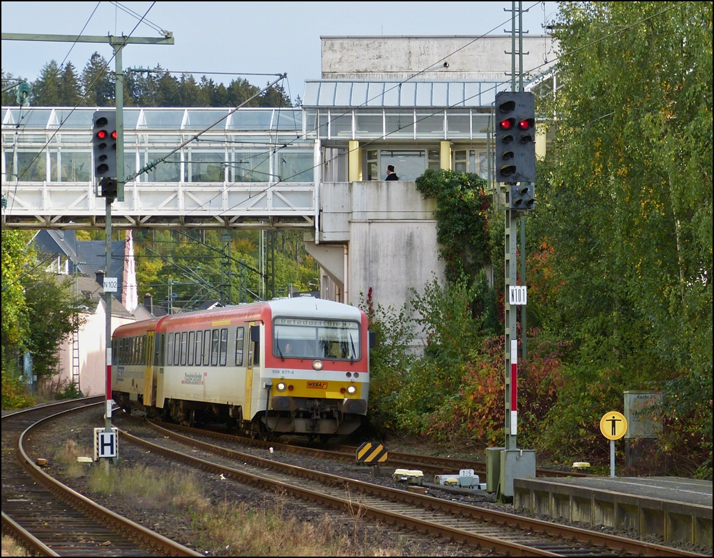 The WEBA (Westerwaldbahn) 928 477-4 is entering into the station of Betzdorf (Sieg) on October 13th, 2012.