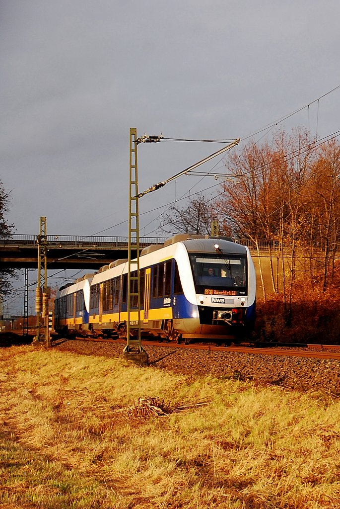 This dubble diesel multiple units from the  Nord West Bahn  company rides down the track named KBS 495 near Tilmeshof Broicherweg. It mades it's duty on the line RE10 from Kleve to the Captial of federale State NRW Düsseldorf.2011/11/26th