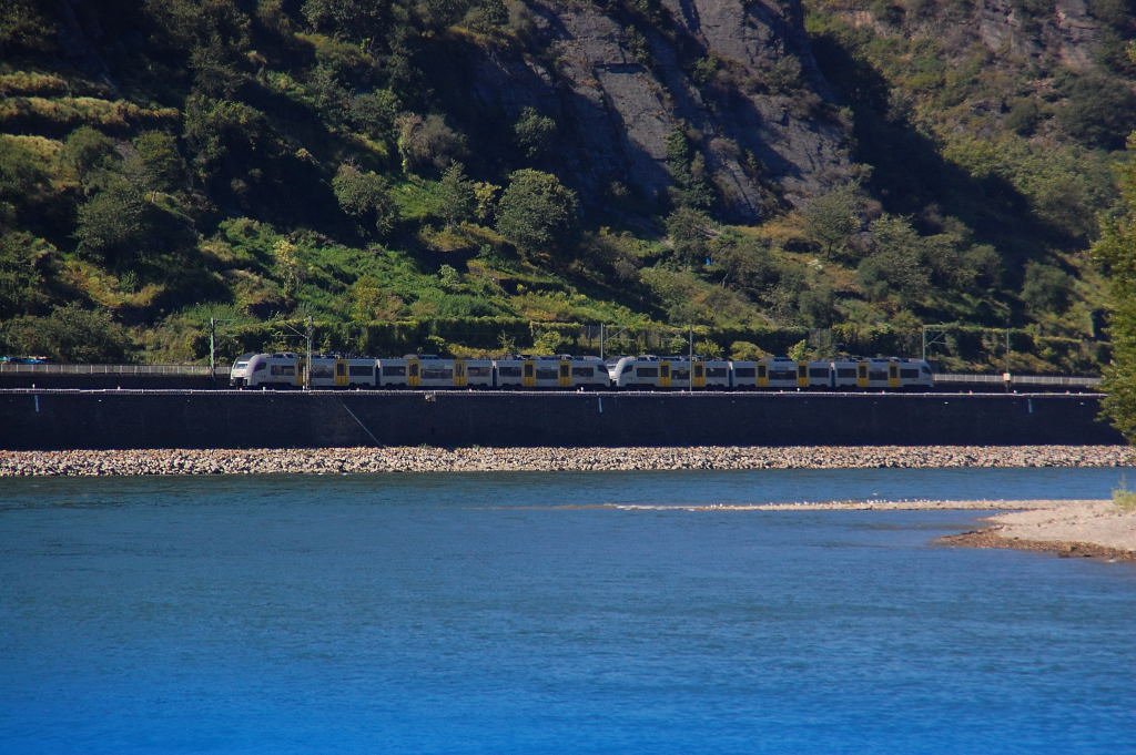 This photo shows an doubbel electrial multiple unit of the MRB(Mittel Rhein Bahn) at the tracks of lefthandside from the Rhineriver.....there classnumbre is 460 and they went to Koblenz mainstation. I took the photo from board of an rhine passangership near the rock of the Loreley. Saturday 18th august 2012