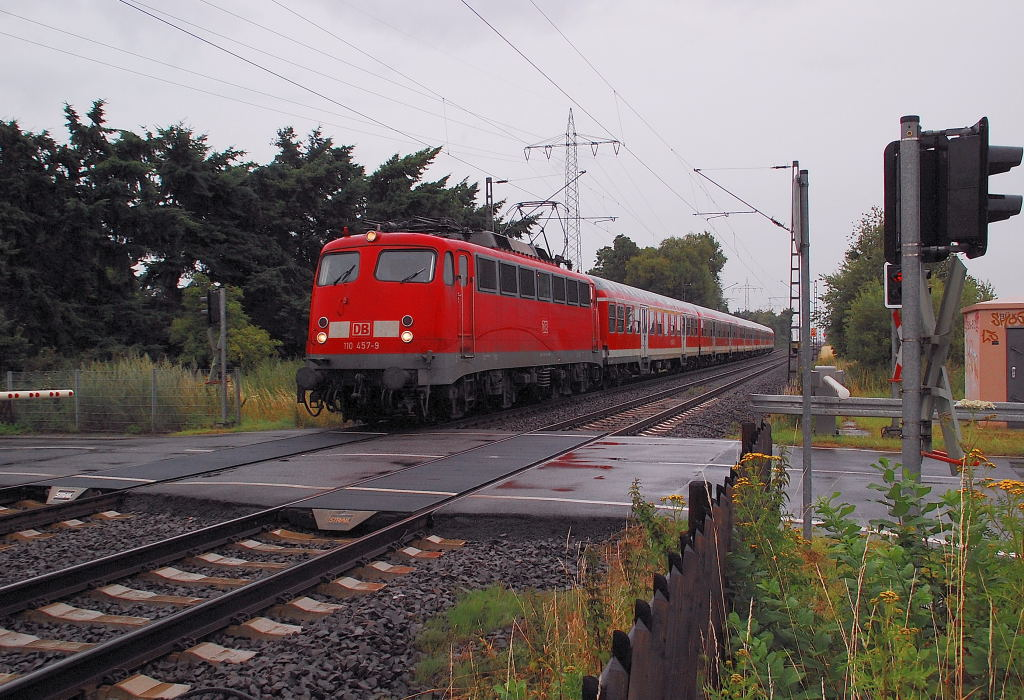 This photo shows the class 110 457-9 at the railroadcrossing Herrather Linde near Mönchengladbach. With it's train it supports the regulary regional expressline 4 to Aachen in the rushhoures. Enjoy this photo, it is only a question of time, until even the last of this locomotivclass ends at the boneyards of the republic. 16th july 2012