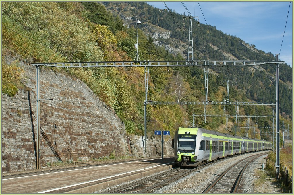 Three BLS  Lötschberger  are arriving at Hohtenn. 