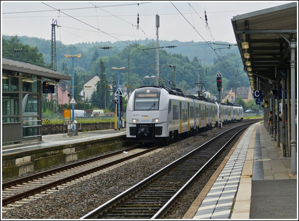 Trans regio 460 double unit is entering into the station of Remagen on July 28th, 2012.