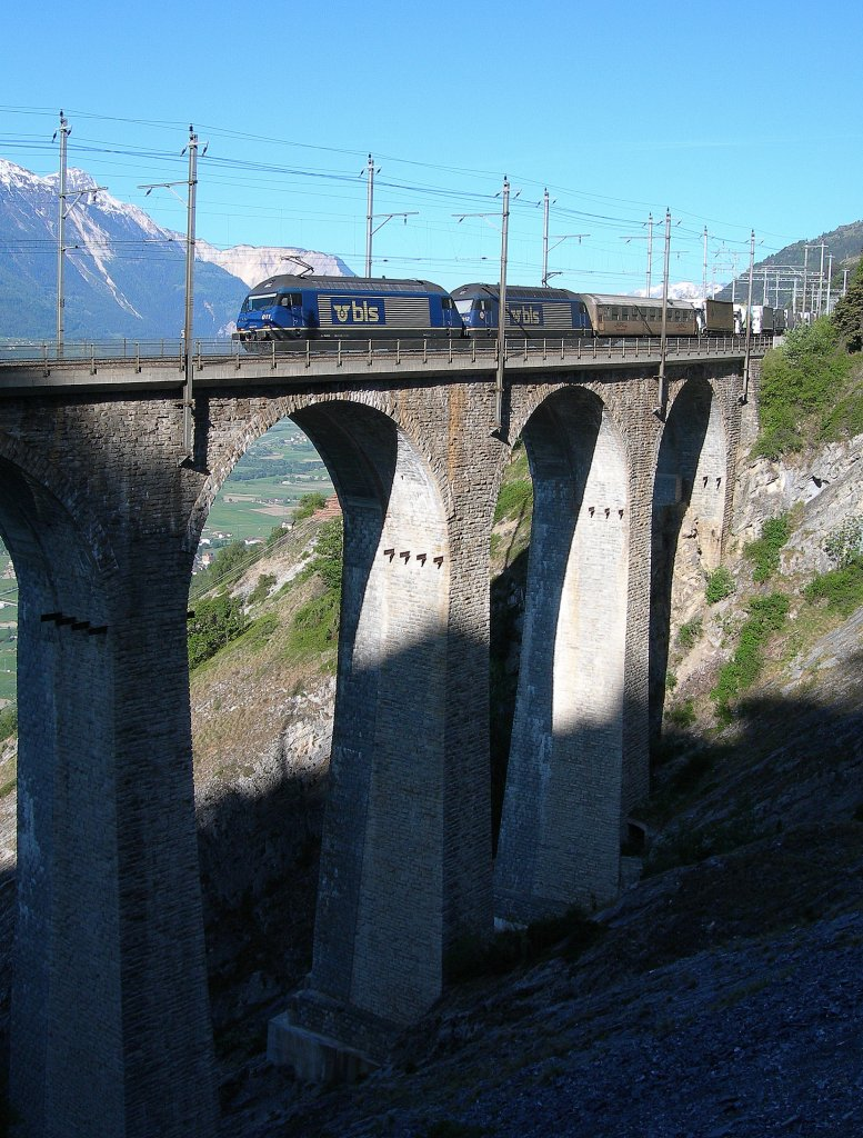 Two BLS Re 465 with a RoLa train on the Lugelkinn-Bridges.
