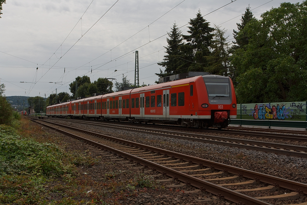 Two coupled electric multiple unit 425 035-3 and 425 531-1 as RE8 (Rhein-Erft Express) runs on 11.08.2011, at Unkel, in direction Koblenz Hbf.