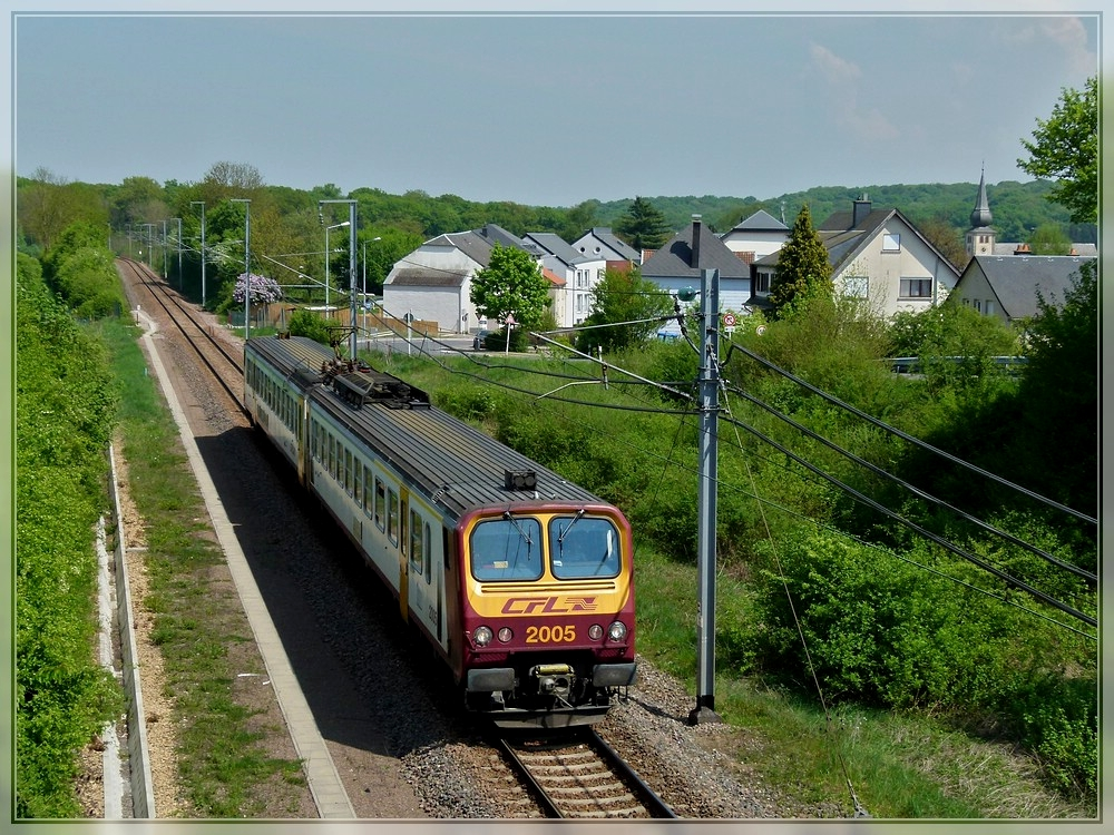 Z 2005 is running through Moutfort on its way from Wasserbillig to Luxembourg City on April 24th, 2011.