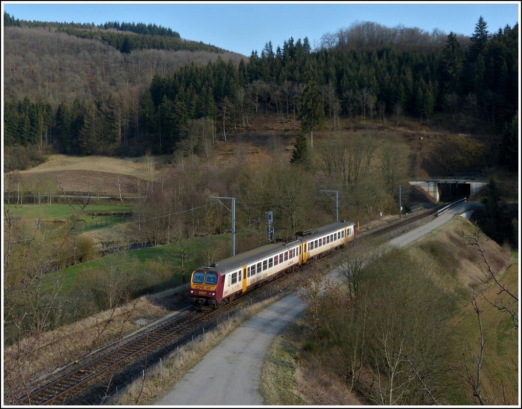 Z 2007 is running through Lellingen on March 20th, 2012.