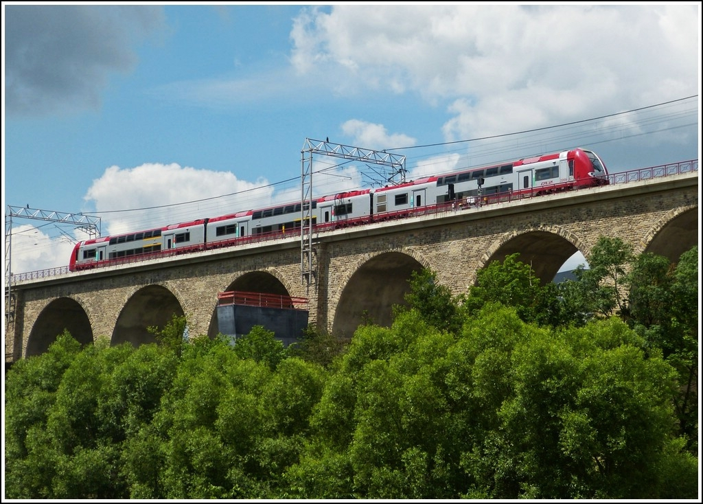 Z 2209 is running on the Pulvermühle viaduct in Luxembourg City on July 3rd, 2012.