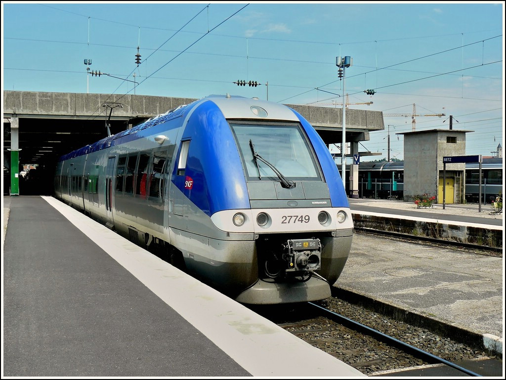 Z 27749 is leaving the station of Metz on June 22nd, 2008.