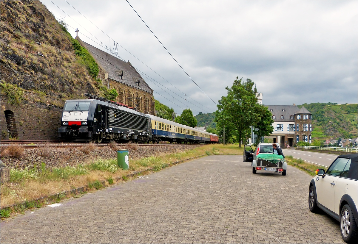 . 189 284 is heading a special train near Gondorf on June 20th, 2014.