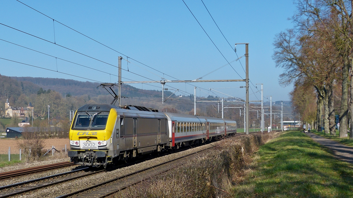 . 3002  Blankenberge  is heading the IR 113 Liers - Luxembourg City in Schieren on March 11th, 2014.