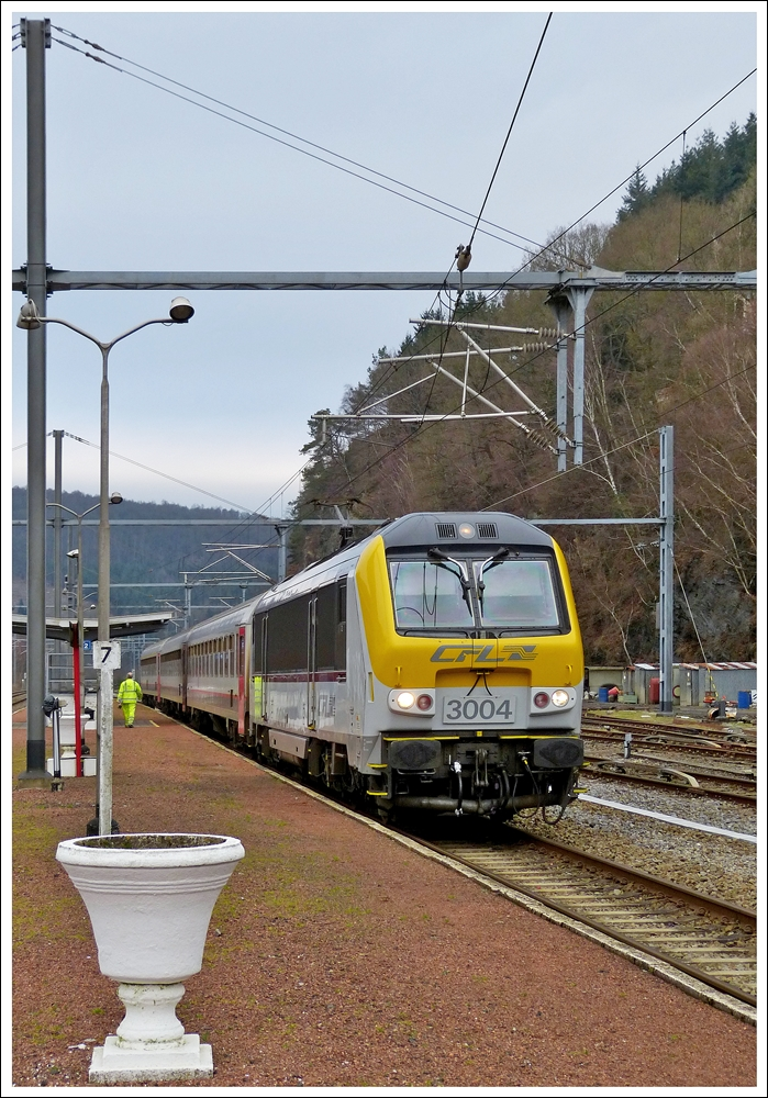 . 3004 is heading the IR 115 Trois-Ponts - Luxembourg City in Trois-Ponts on January 19th, 2014.