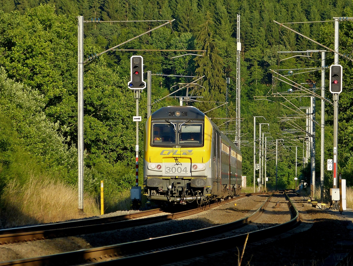 . 3004 is heading the IR 120 Luxembourg City - Liers between Lellingen and Wilwerwiltz on July 3rd, 2014.