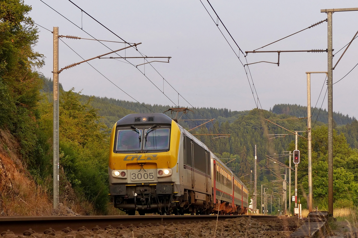 . 3005 is heading the IR 120 Luxembourg City - Liers in Lellingen on July 22nd, 2014.