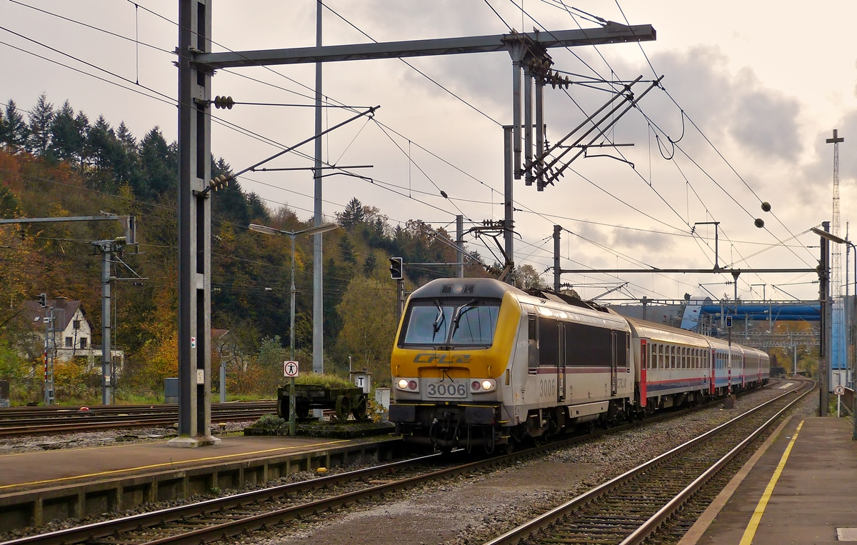 . 3006 is hauling the IR 116 Luxembourg City - Liers into the station of Ettelbrück on November 5th, 2014.