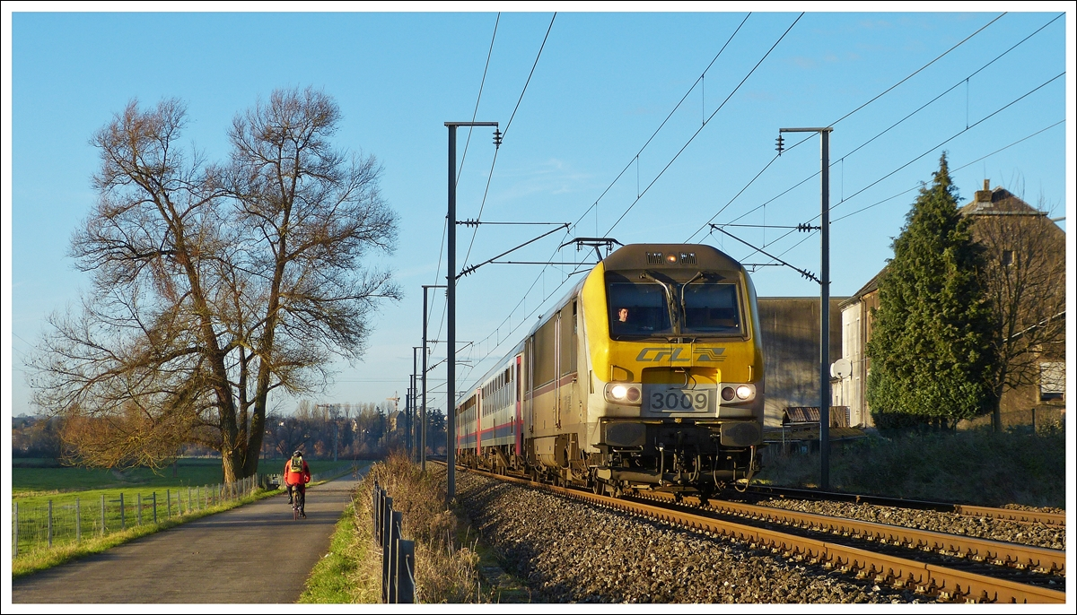 . 3009 is heading the IR 117 Liers - Luxembourg City near Rollingen on December 15th, 2013.