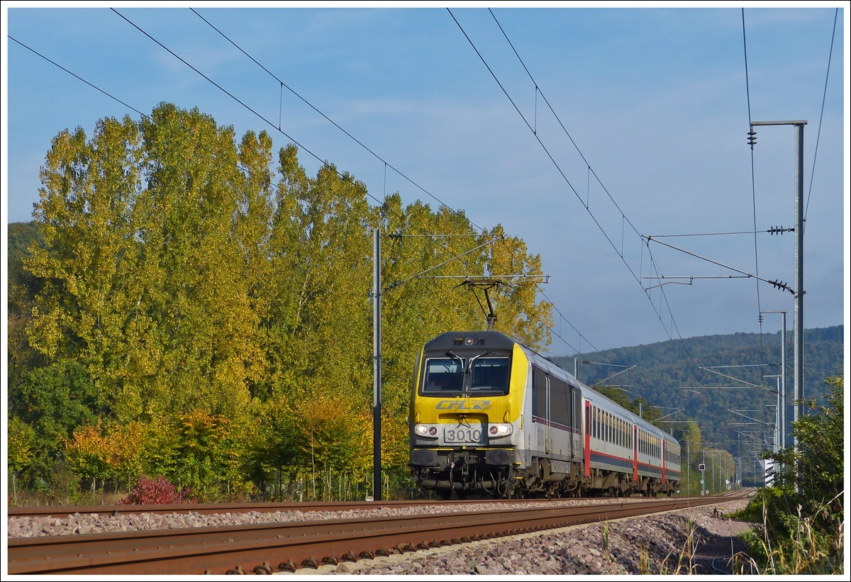 . 3010 is hauling the IR 113 Liers - Luxembourg City through Erpeldange/Ettelbrück on October 19th, 2013.