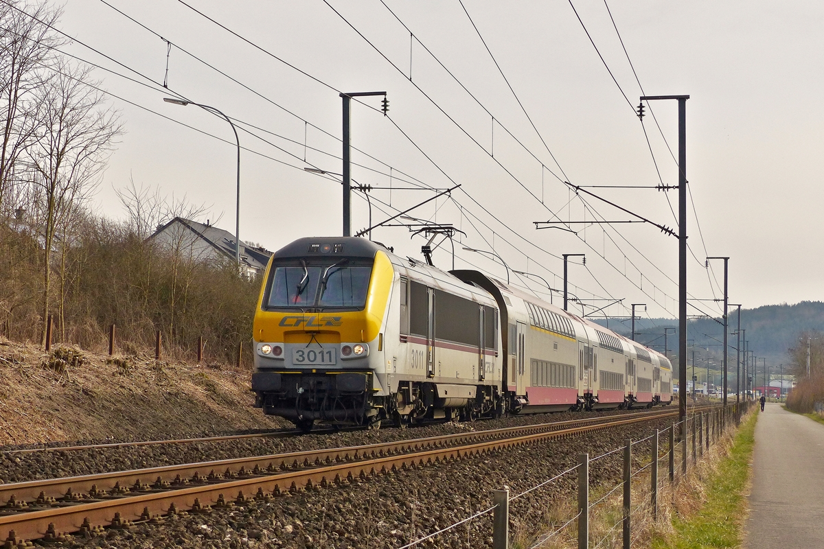 . 3011 is hauling the RE 3764 Luxembourg City - Troisvierges through Rollingen/Mersch on March 8th, 2015.