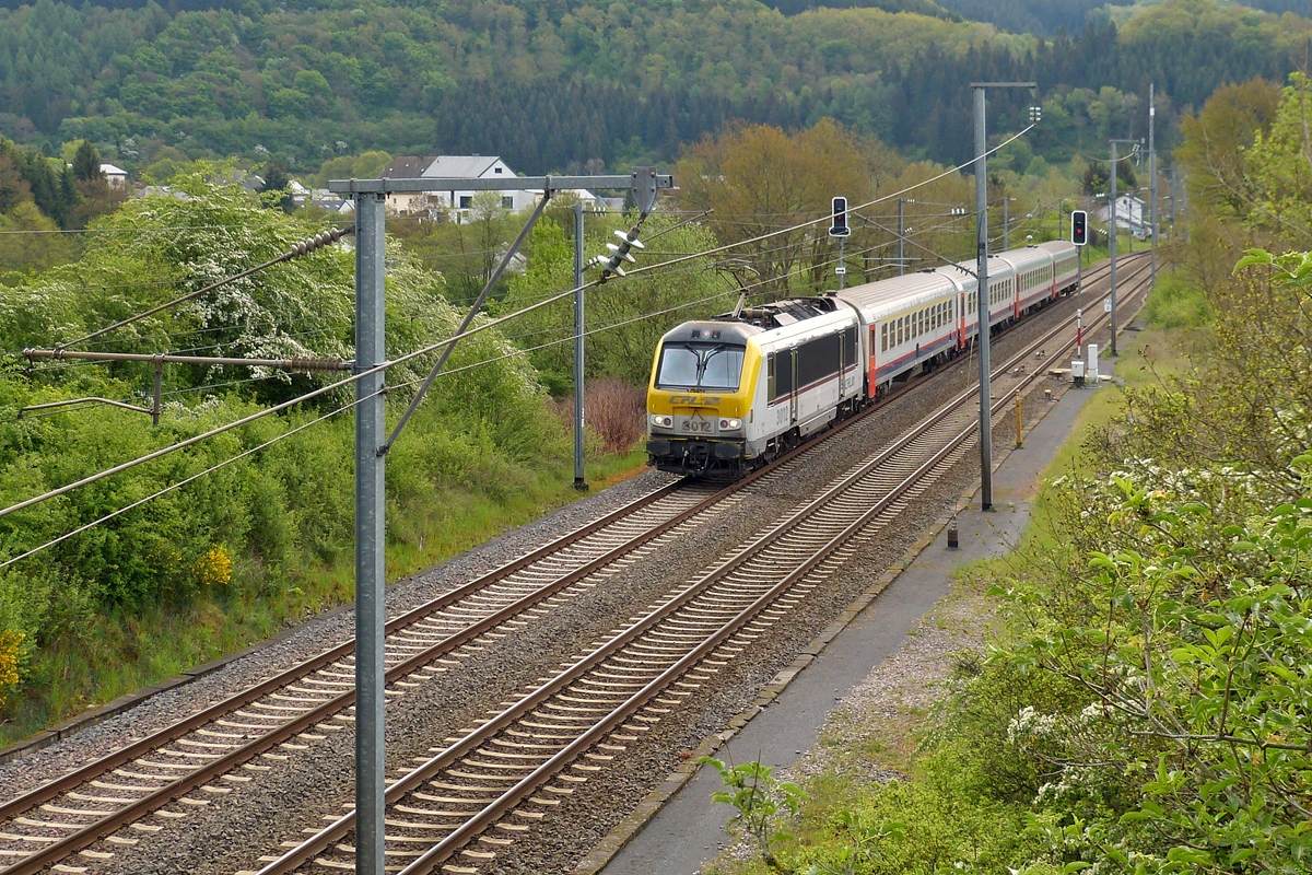 . 3012 is hauling the IR 110 Luxembourg City - Liers through Lellingen on May 7th, 2014.