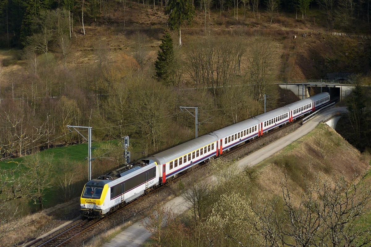 . 3012 is heading the IR 118 Luxembourg City - Liers in Lellingen on March 27th, 2012.