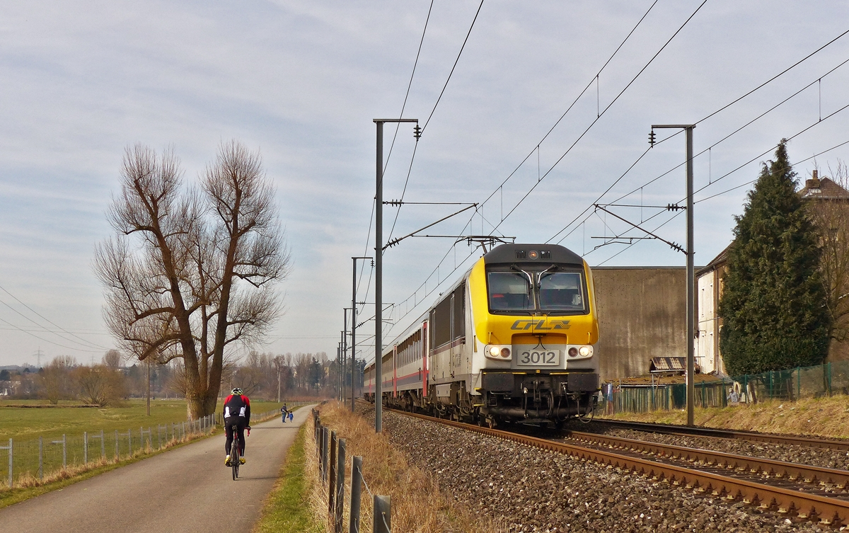 . 3012 is heading the IC 112 Liers - Luxembourg City in Rollingen/Mersch on March 8th, 2015.