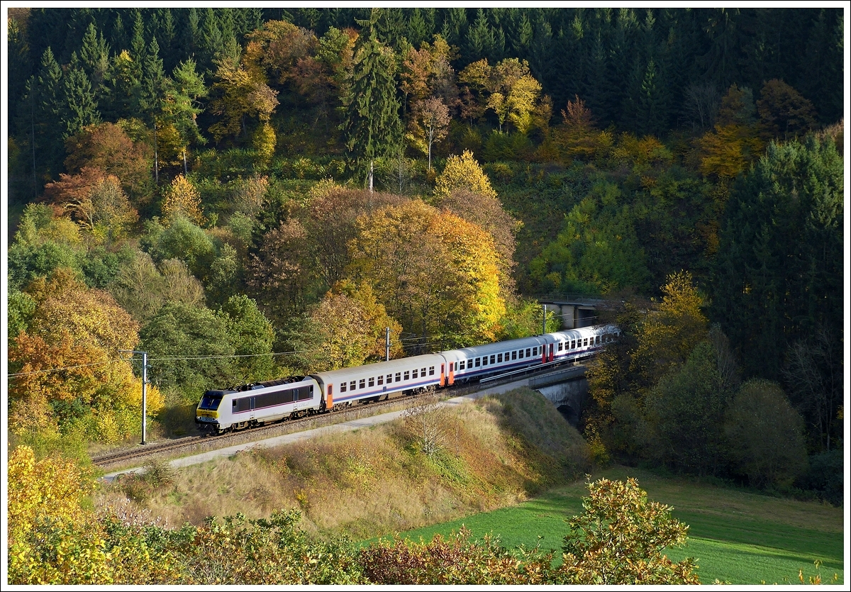 . 3013 is hauling the IR 116 Luxembourg City - Liers through Lellingen on October 22nd, 2013.