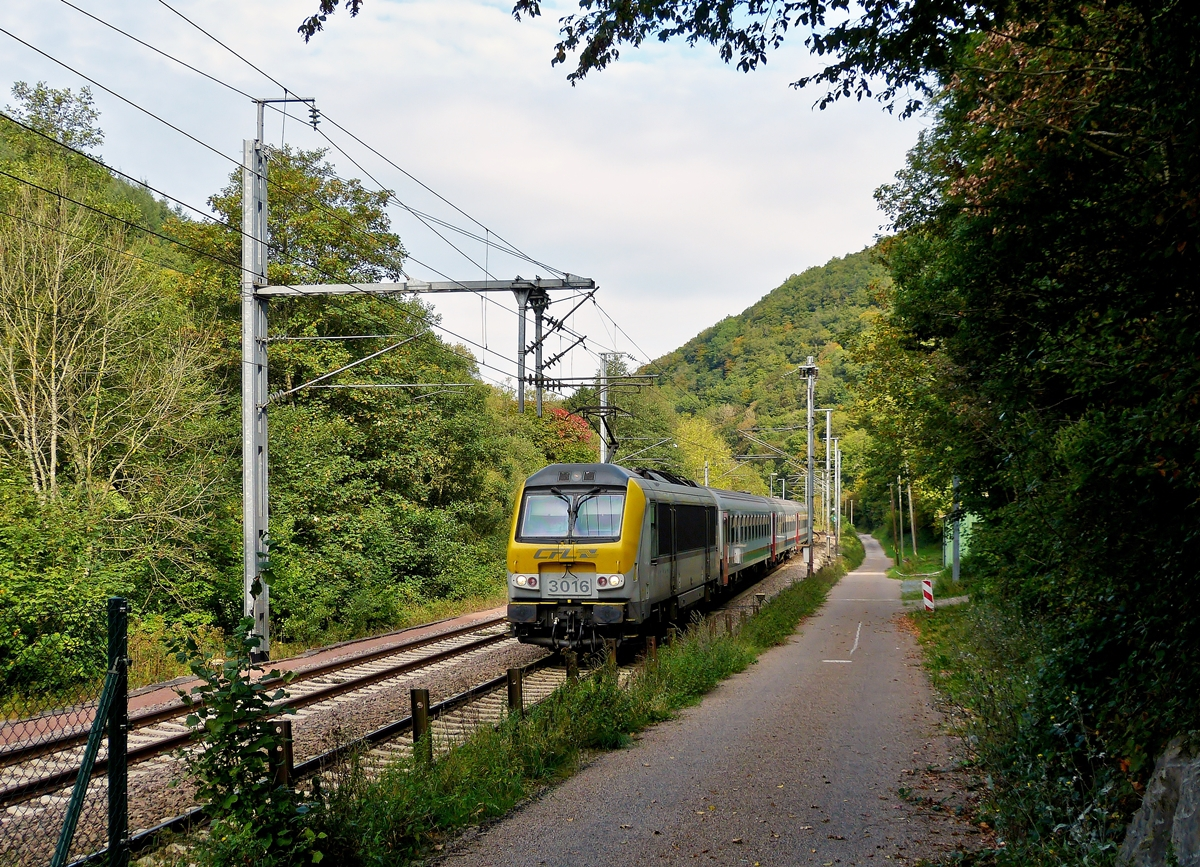 . 3016 is heading the IR 113 Liers - Luxembourg City in Goebelsmühle on September 20th, 2014.