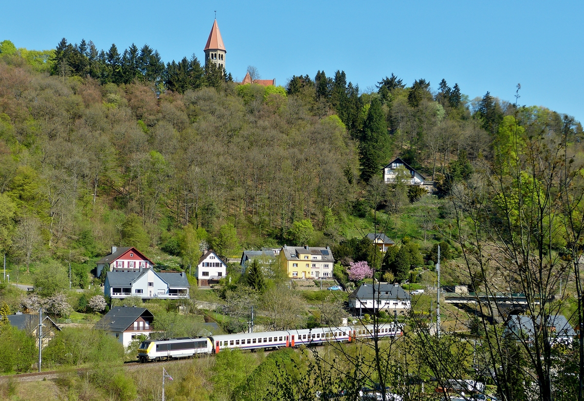 . 3020 is hauling the IR 113 Liers - Luxembourg City through Clervaux on April 21st, 2014.