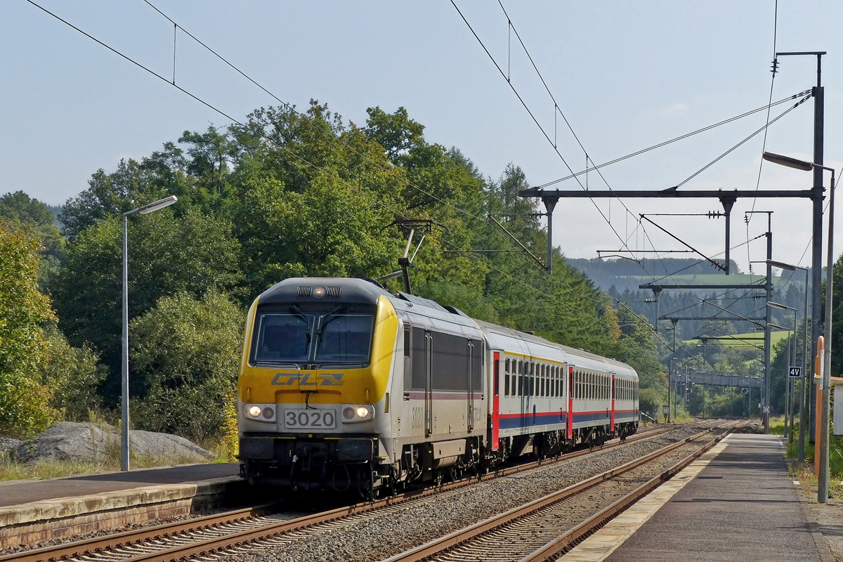 . 3020 is hauling the IR 114 Luxembourg City - Liers into thr station of Wilwerwiltz on September 23rd, 2014.