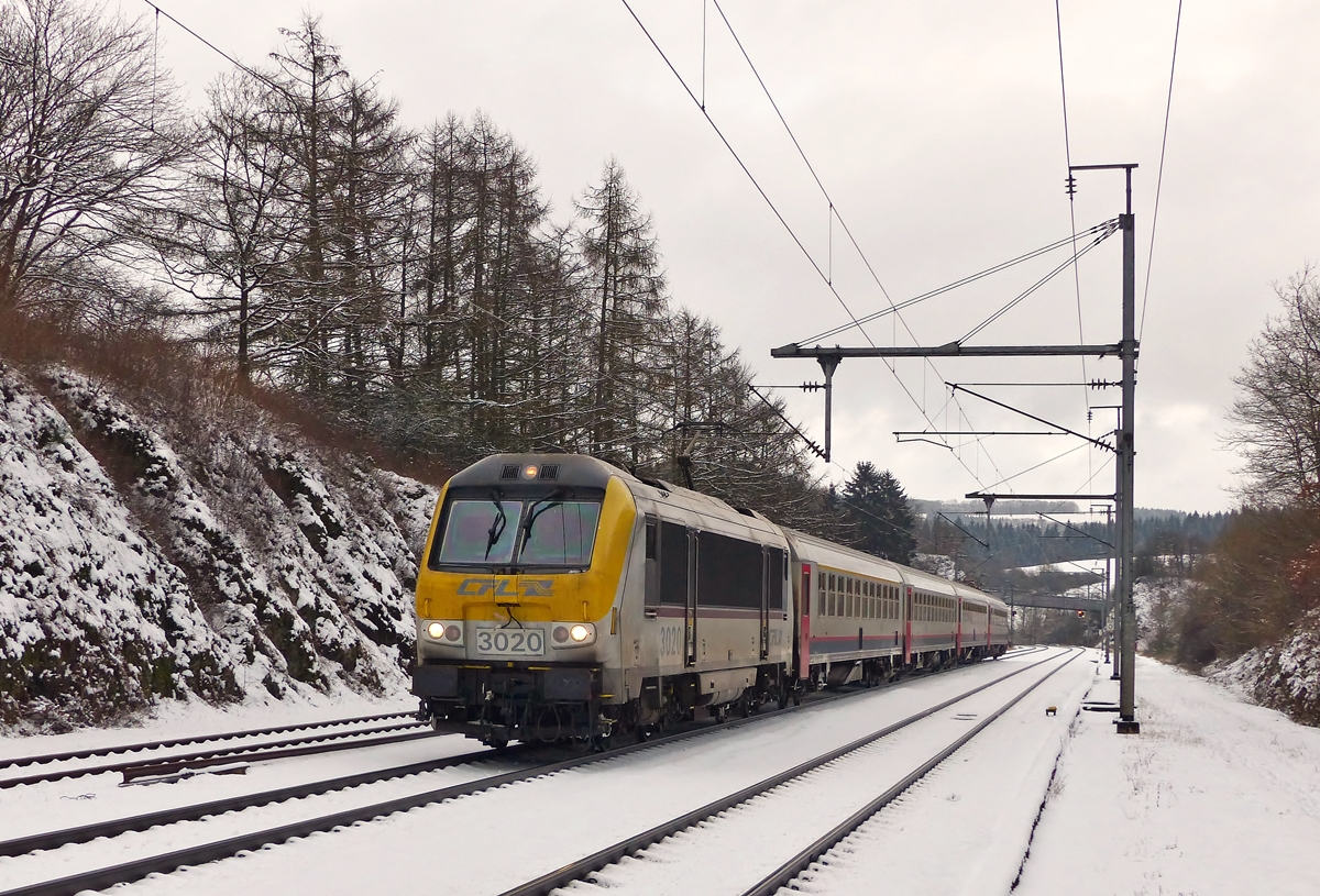. 3020 is heading the IC 117 Luxembourg City - Liers in Wilwerwiltz on January 24th, 2015.