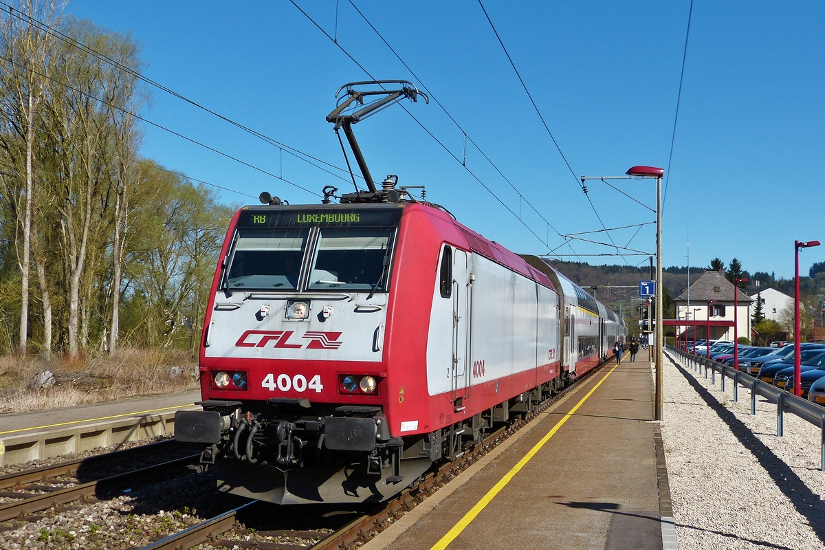 . 4004 is heading the RB 3535 Lorentzweiler - Luxembourg City in Lorentzweiler on April 15th, 2015.