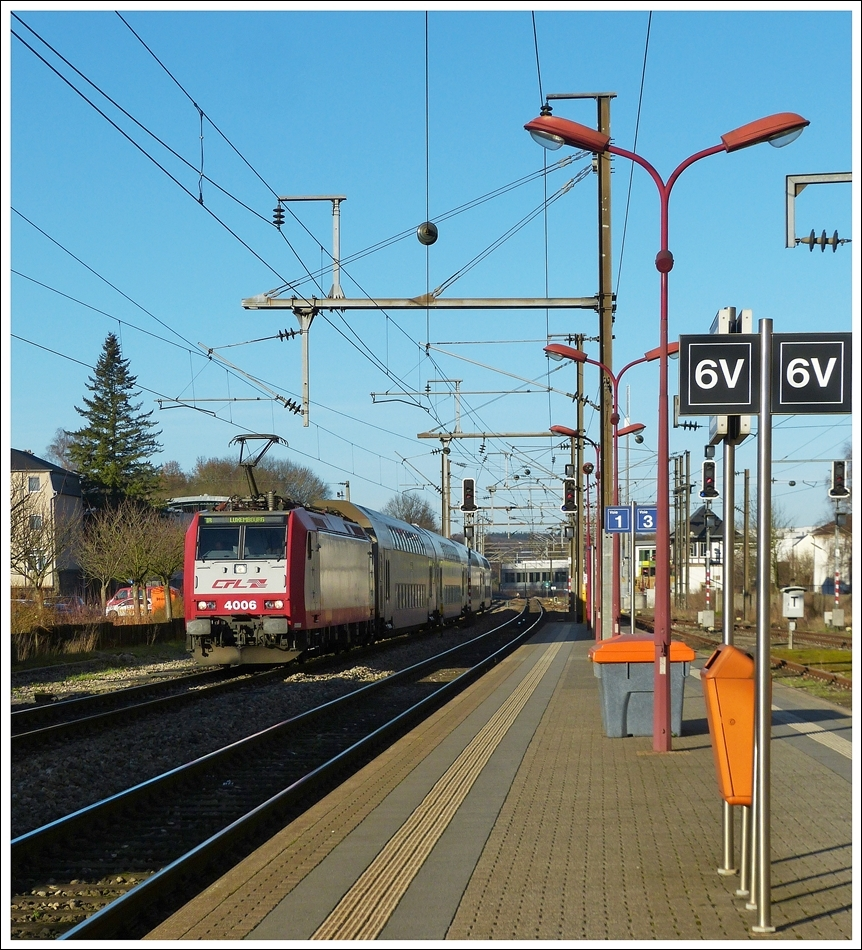 . 4006 is hauling the IR 3739 Troisvierges - Luxembourg City into the station of Mersch on December 15th, 2013.