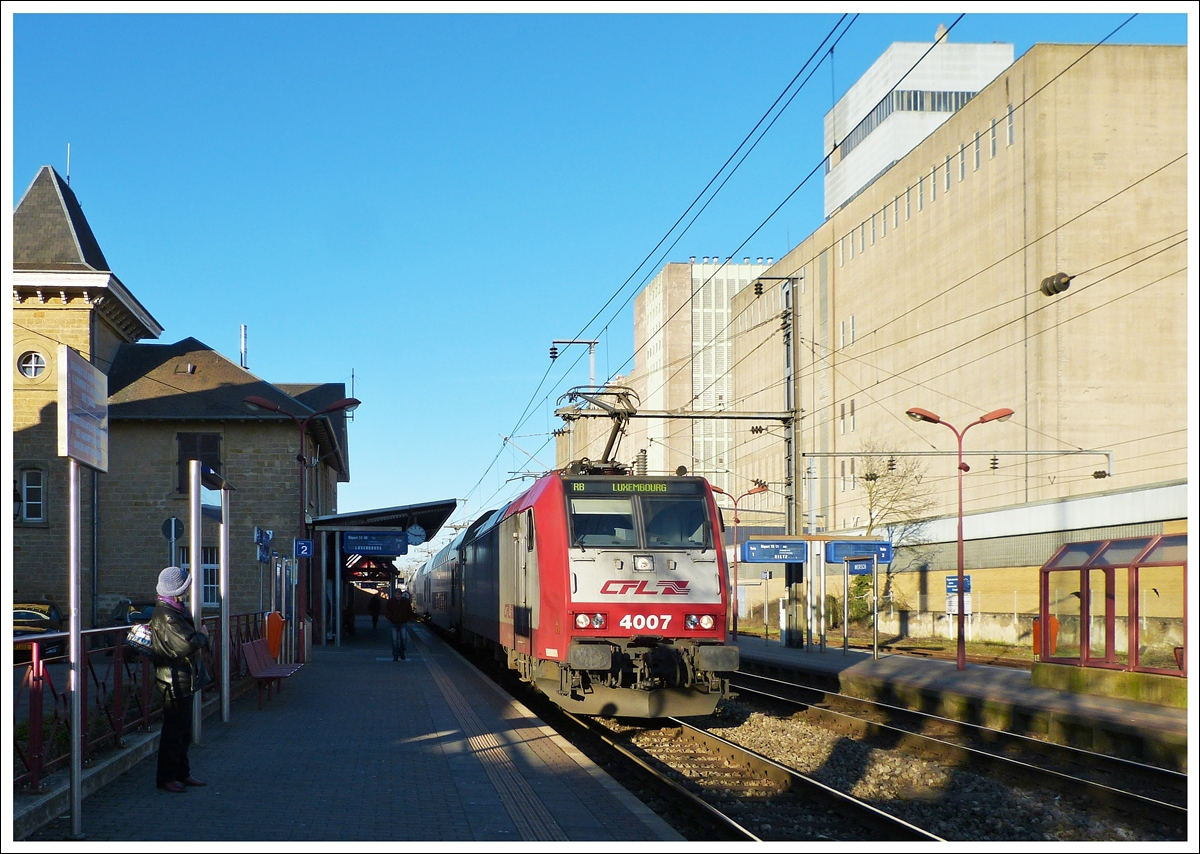 . 4007 is hauling the RB 3239 Wiltz - Luxembourg City into the station of Mersch on December 15th, 2013.