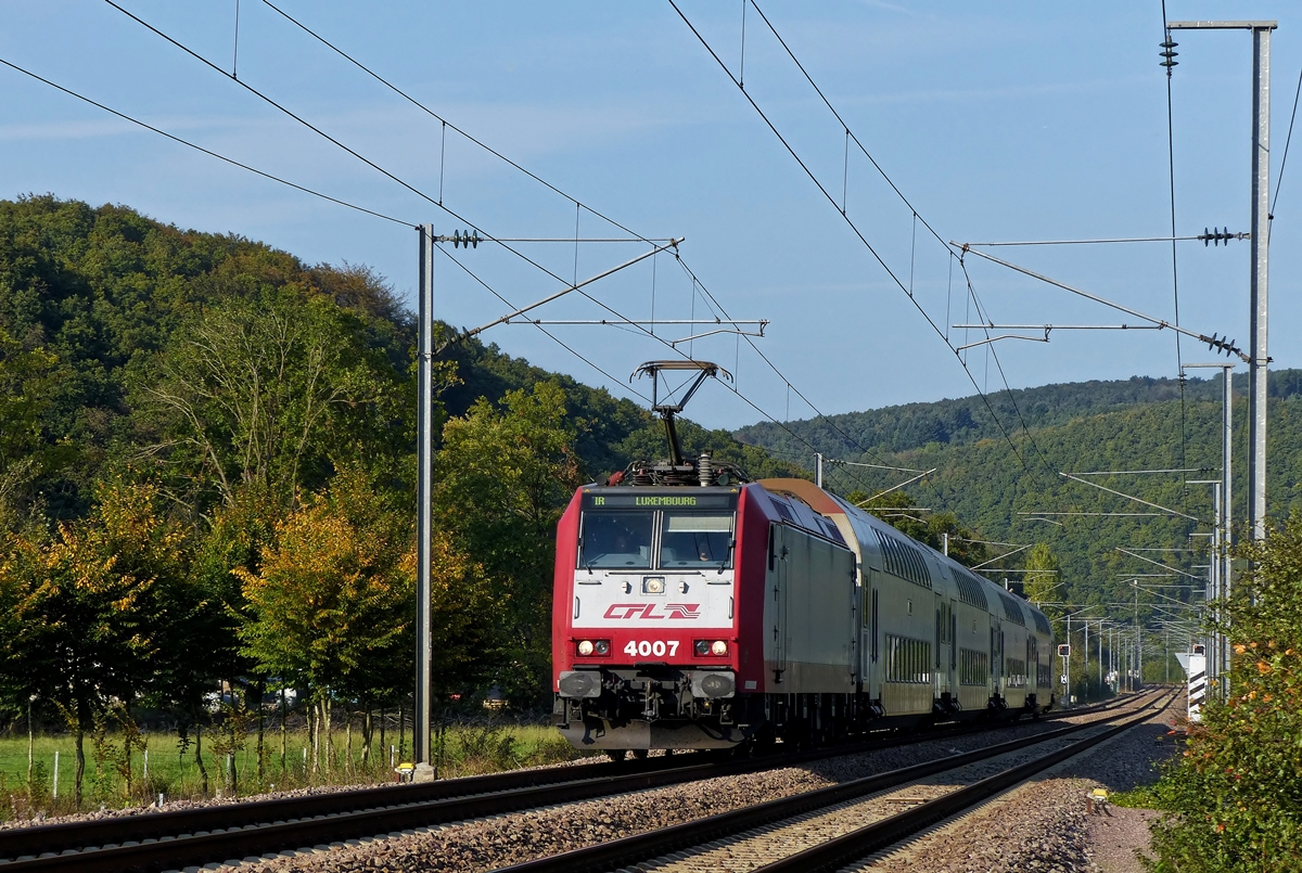 . 4007 is hauling the IR 3741 Troisvierges - Luxembourg City through Erpeldange/Ettelbrück on October 4th, 2014.