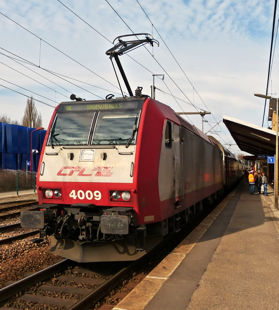 . 4009 with RE 3813 Luxembourg City - Troisvierges pictured in Dommeldange on March 7th, 2015.