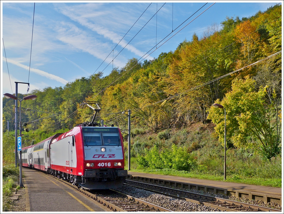 . 4016 is hauling the IR 3712 Luxembourg City - Troisvierges through the sation of Cruchten on October 19th, 20013.