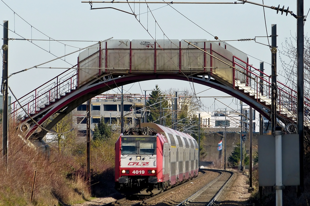 . 4019 is heading the RE 6913 Luxembourg City - Rodange in Schifflange on February 24th, 2014.